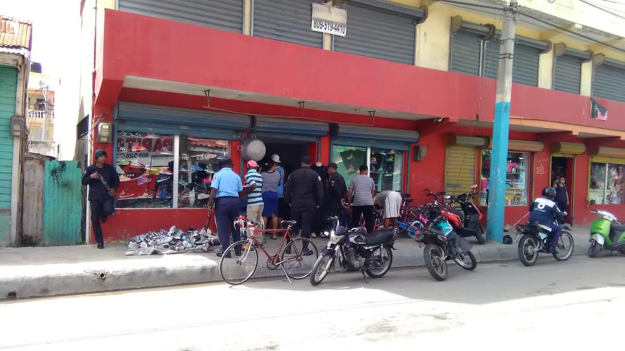 Ayuntamiento de San Pedro de Macoris, la Policía Municipal Conjuntamente con la Policía Nacional Continúan recuperando los espacios Públicos.