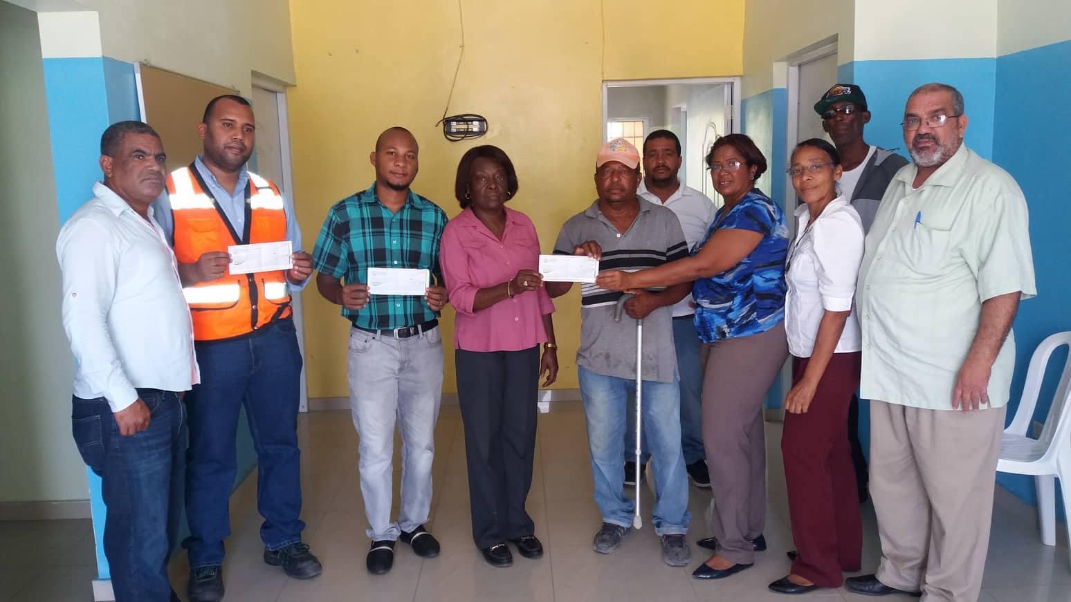 Ayuntamiento entrega Cheques como Inversión en nuevasObras en Sectores de San Pedro de Macorís.