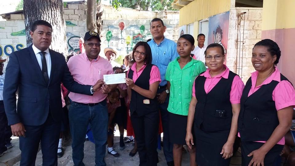 Ayuntamiento de San Pedro de Macorís entrega Cheque de RD$500,000.00 a Fundación Centro Académico Cristiano Educativo Ebenezer.