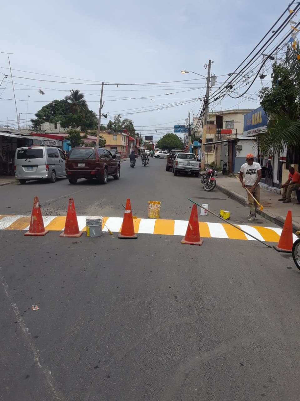 Ayuntamiento realiza señalización de los Policía Acostado de la Prolongación Rolando Martínez.