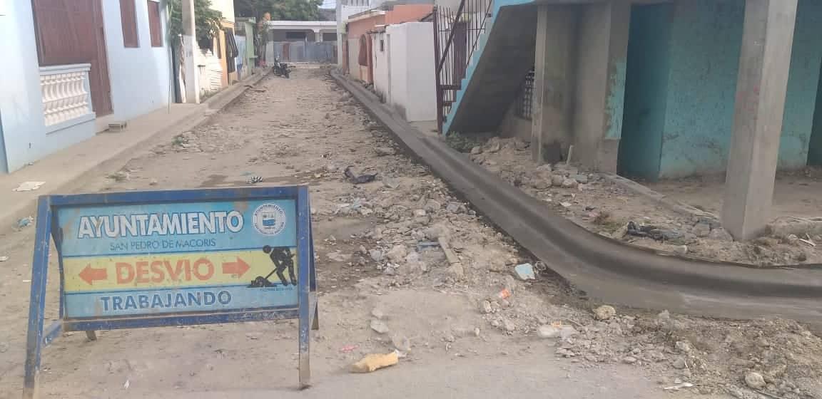 El Ayuntamiento construye contenes, en el Sector Pedro Justo Carrión.
