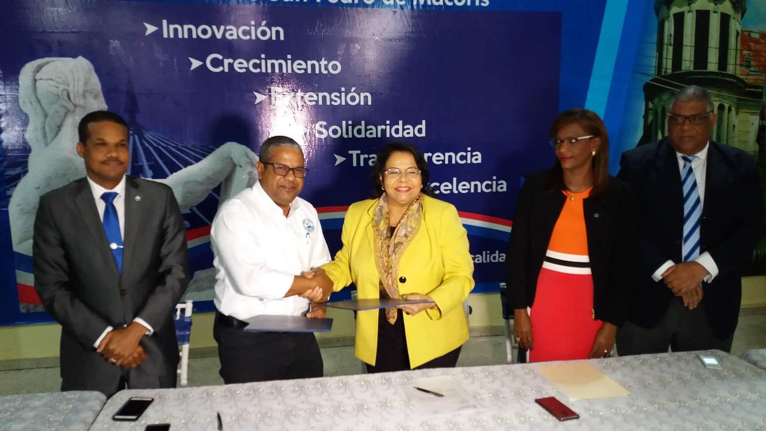 EL Ayuntamiento de San Pedro de Macorís Firma un Acuerdo Interinstitucional con la UASD para Becar 300 Estudiantes.
