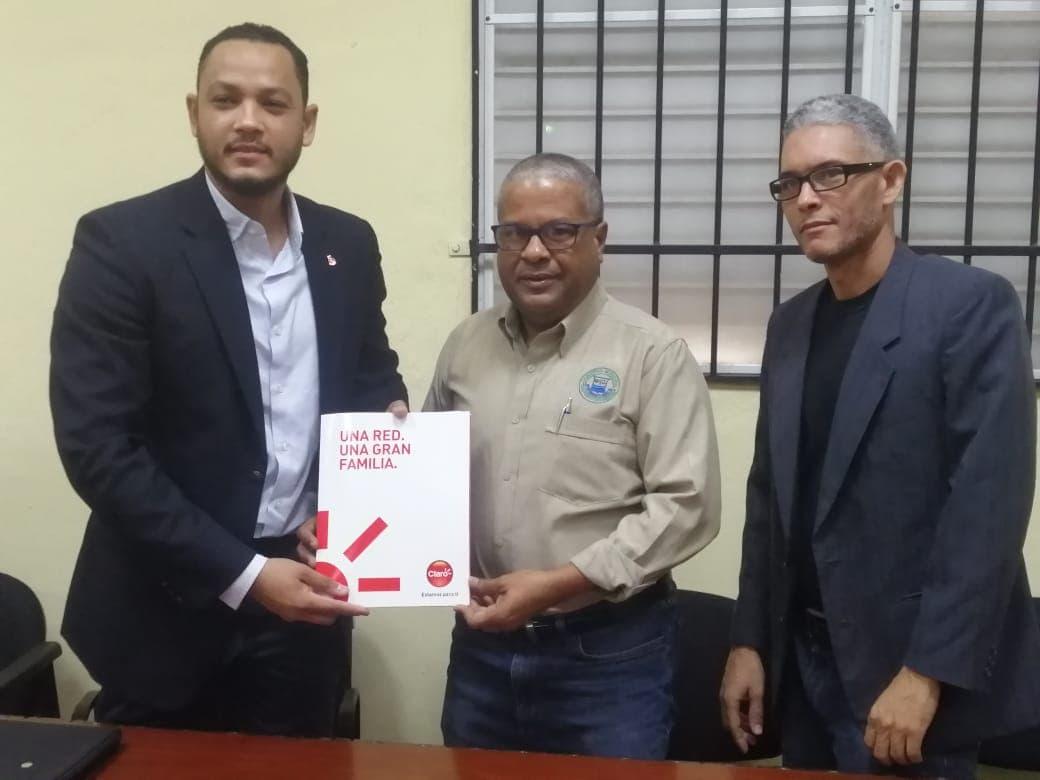 Ayuntamiento de San Pedro de Macorís, suscribe acuerdo con CLARO, para instalar Internet gratis en varios puntos de la ciudad.