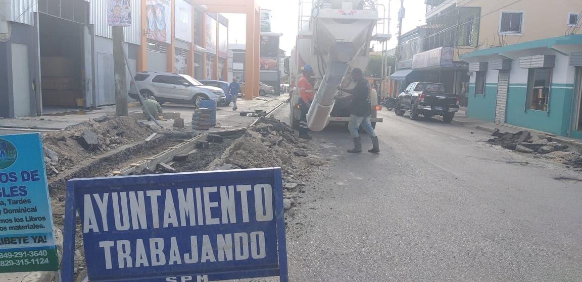 Ayuntamiento de San Pedro de Macorís, construye Badenes  en la Intersección Av. General Duverge  esquina Dr. Tío.