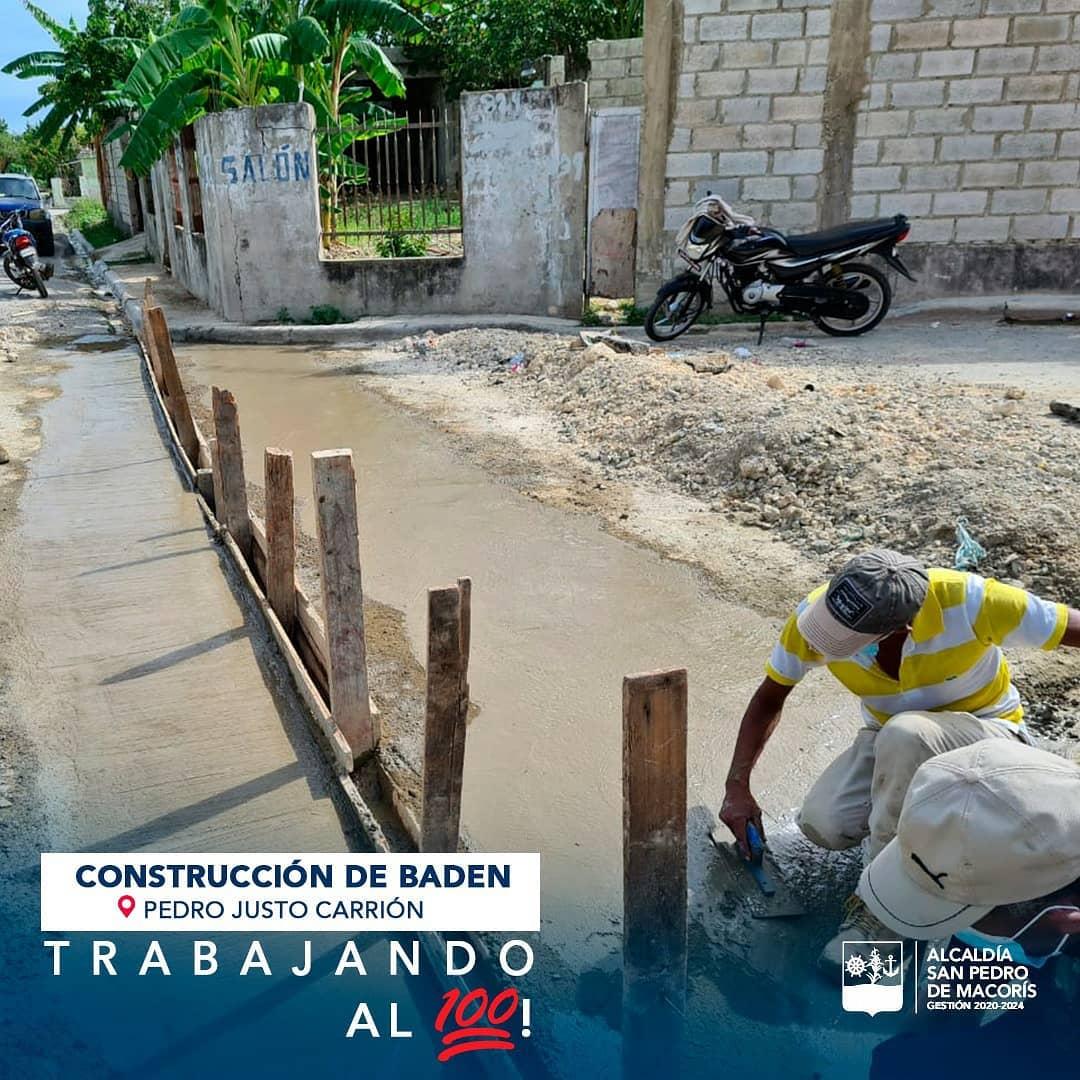 Trabajando en la Construcción de Dos Badenes en el Sector Pedro Justo Carrión