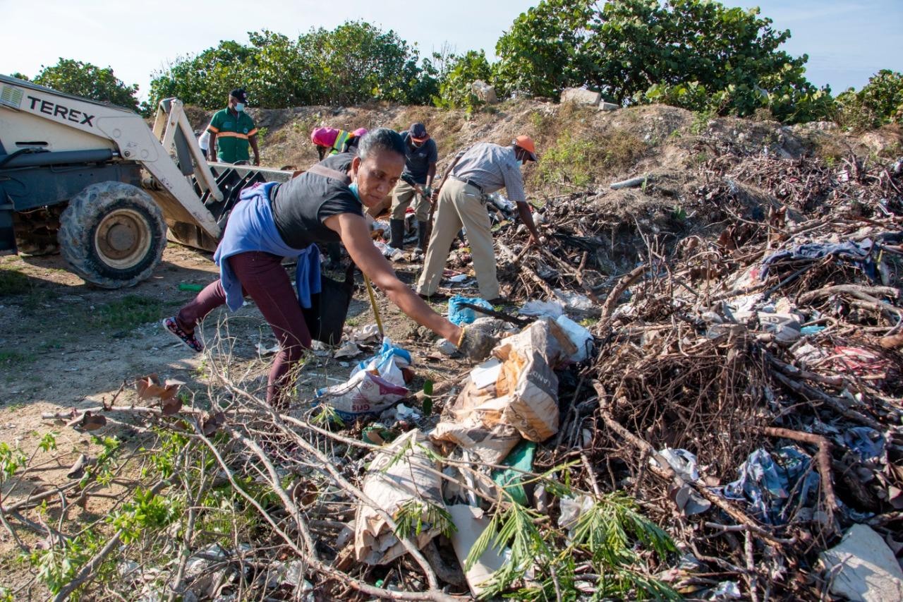 Alcaldía de SPM realiza arduo operativo de limpieza en Villa Faro