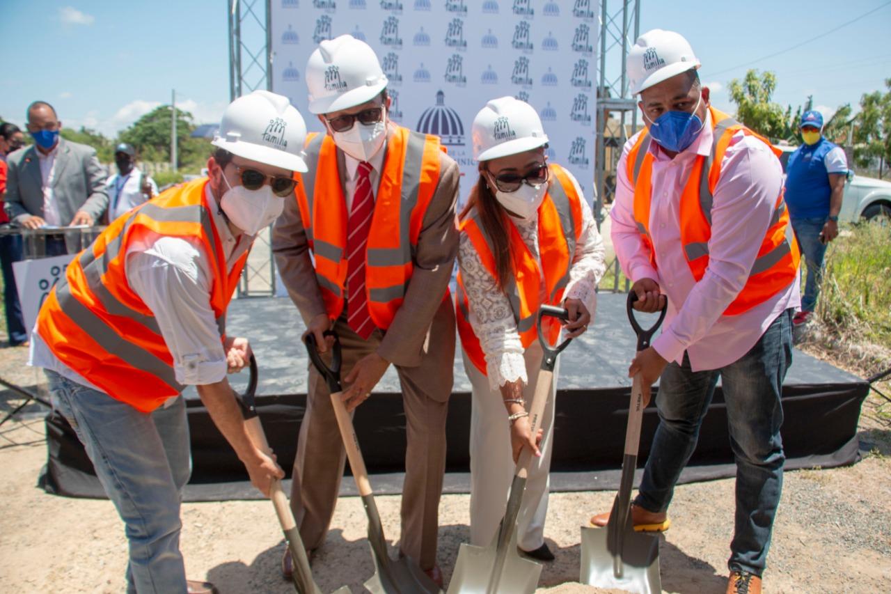 Alcalde Raymundo Ortiz destaca importancia del Plan Nacional de Viviendas Familia Feliz
