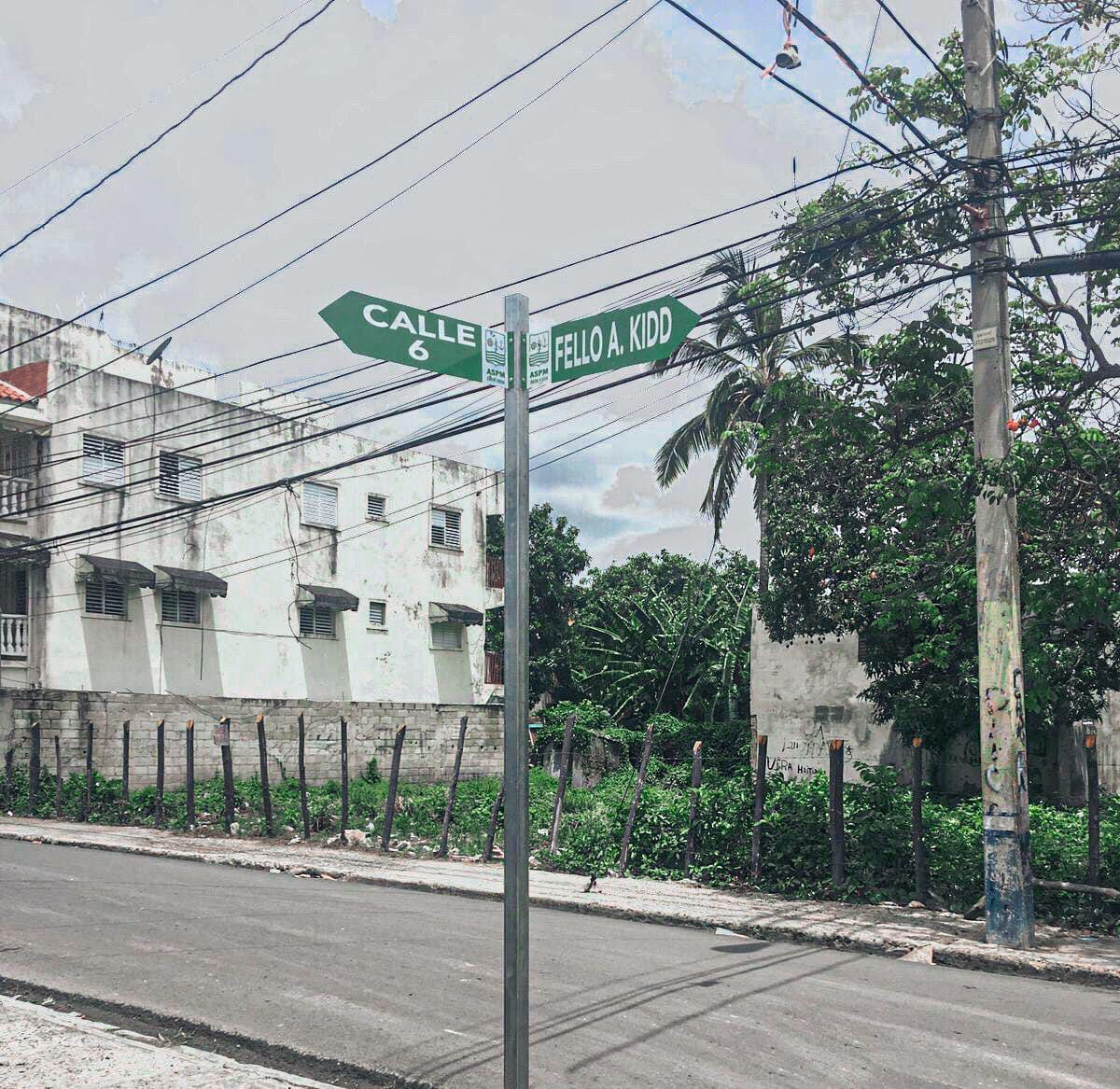 Alcaldía de SPM realiza operativo rotulación calles del municipio