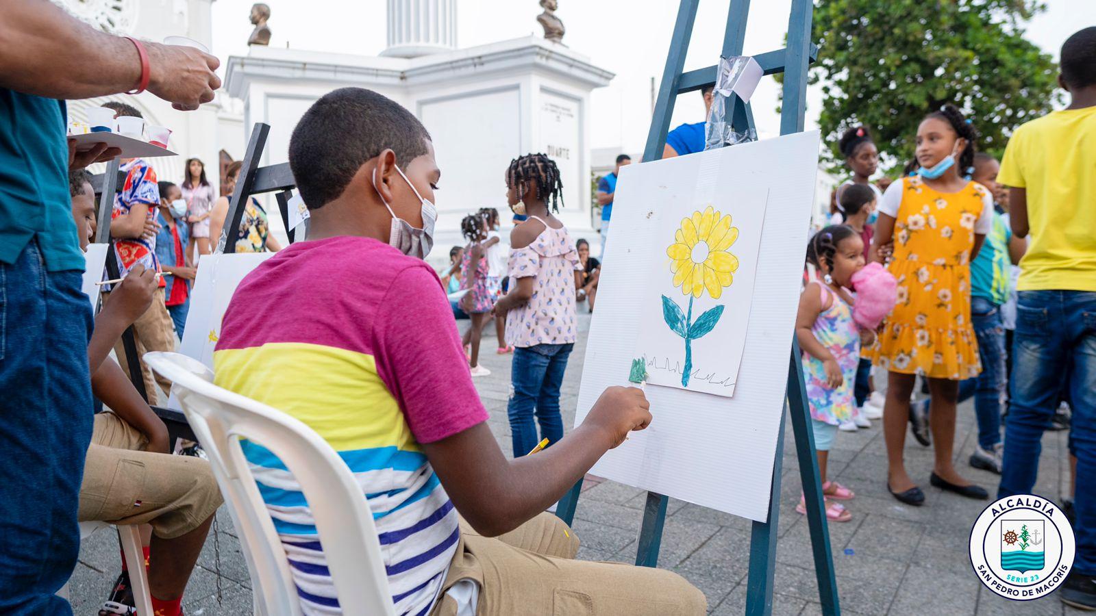 Alcaldía de SPM desarrolla con éxito tarde recreativa «Pintando con los Niños»