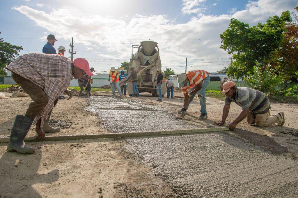Alcaldía de SPM finaliza primera etapa trabajos en sistema de drenaje Estadio Tetelo Vargas